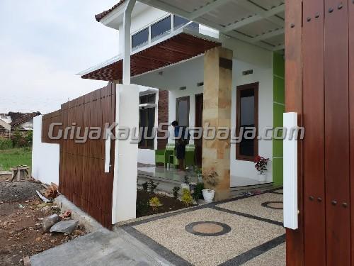 pagar kayu rumah surabaya